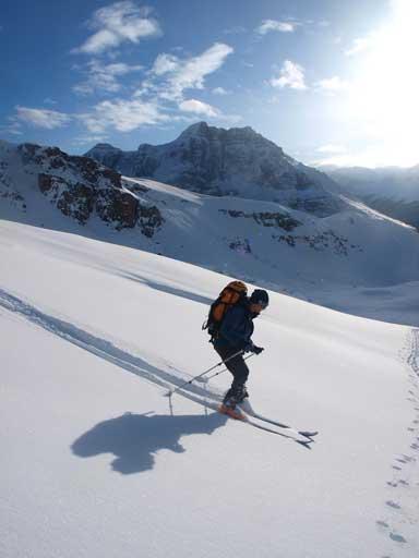 Wietse skiing passing me