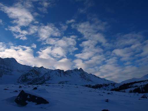 Unnamed peak in Trident Range