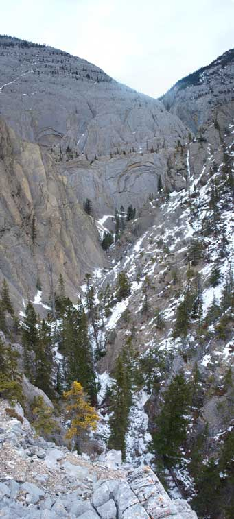 Impressive canyon that separates Morro Peak with Hawk Mountain