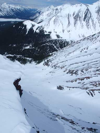 The avalanche gully from the north side. The ascent route up Little Chester is pretty similar to this one. Wow...