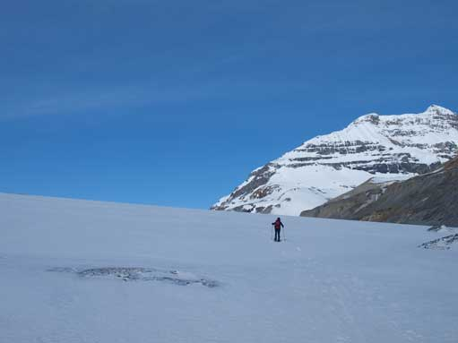 The start of Saskatchewan Glacier. It becomes bigger and bigger as we were approaching, and then, it's a massive chuck of snow field when we actually stepped onto it.