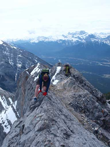 Diana and Lindsay challenging the ridge.