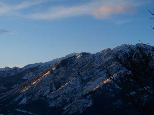 The last sun beams shone on Mount Norquay