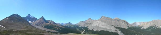 Panorama view of Parker Ridge (the other side). Sunwapta Pass at center