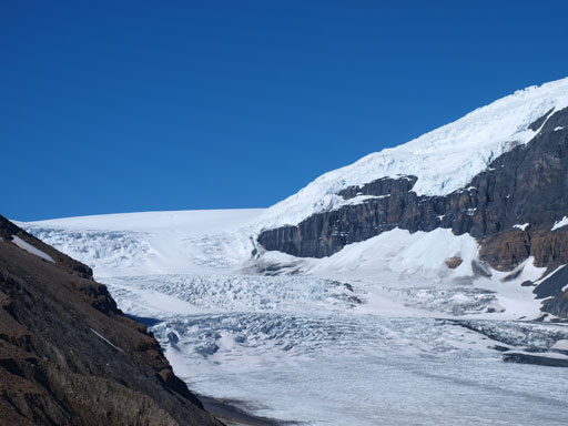 Zooming-in towards the upper icefalls on Athabasca Glacier