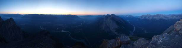 Panorama from summit of East End of Rundle. Click to view large size.