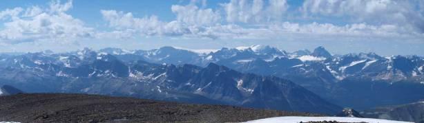 Familiar peaks on the Columbia Icefield area