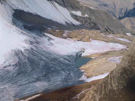 Zooming-in down towards Niles Glacier