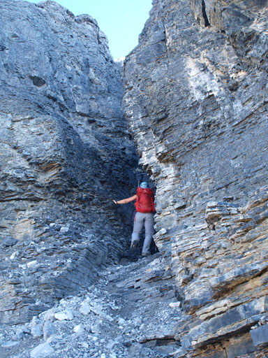 The last difficult scrambling section goes up this gully