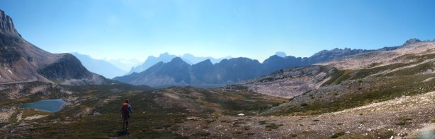 Panorama of this (wider) valley. Fortress Creek goes down this valley