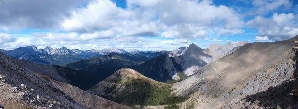 Panorama of the less familiar side. Lots of unnamed peaks in an obscured part of Jasper