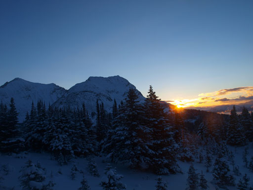 Sunrise over the shoulder on Emigrants Mountain