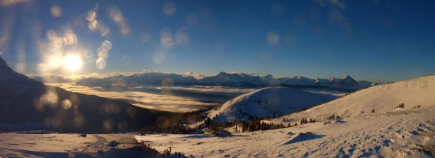 A full panorama of the inversion in Miette Valley