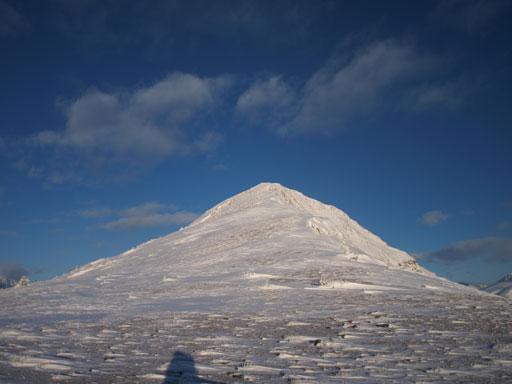 The broad summit ridge. As easy as it looks