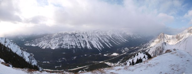 Panorama of Kananaskis Valley from the summit. Click to view large size.