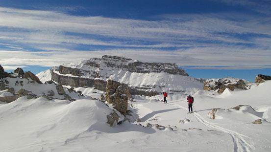 Crossing a plateau before the summit ridge