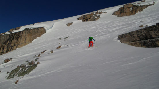 Vern skiing down the upper gully