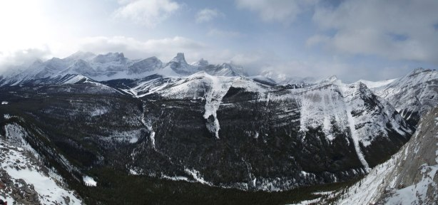 Panorama of Kananaskis Range. Click to view large size.