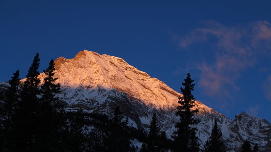 Alpenglow on Elliot Peak