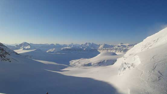 Looking southwards. This glacier will eventually leads down to Saskatchewan Glacier
