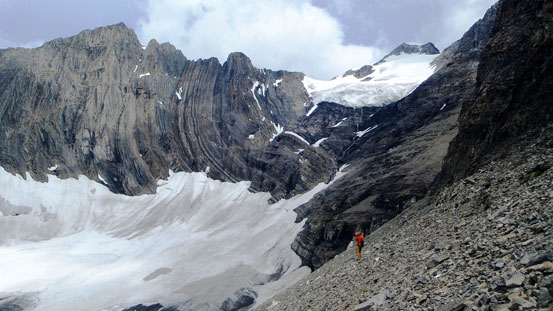 Traversing the scree band with big views behind