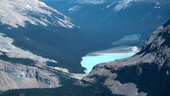 Zooming-in towards Berg Lake.