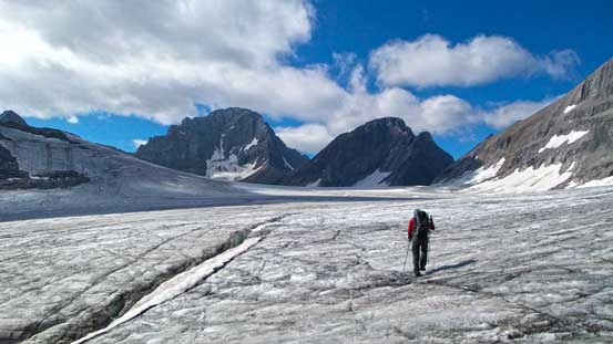 Doug on Haig Icefield aiming towards the distant French/Robertson col