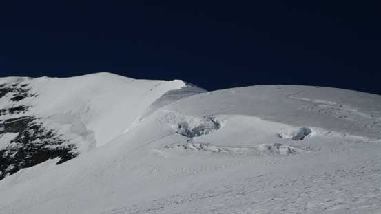 Woolley's north ridge. Looks corniced and there're hidden crevasses on this ridge!