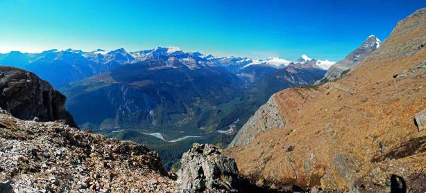Panorama from our last highpoint. On the right side of this photo will be our last bit of side-hilling traverse.