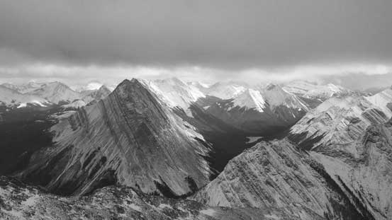 A zoomed-in view of peaks on Queen Elizabeth Range.