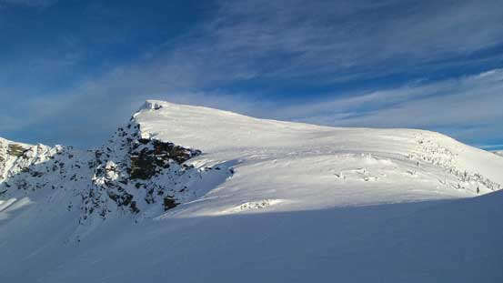 "Ascending the unnamed, but higher peak (""Voussoir"")"