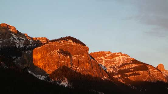 Alpenglow on the rock faces on Phantom Crag