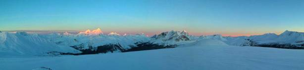 Panorama of alpenglow. Click to view large size.