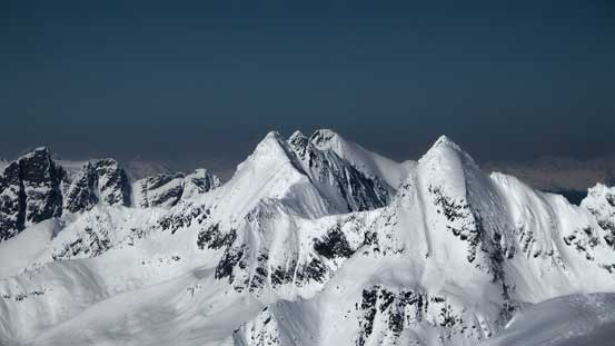 The twin summits of Avalanche Mountain with Eagle Peak in front