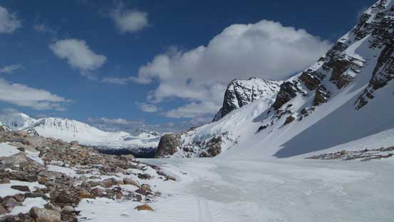 Down to the high pass now, note the bare glacial ice...