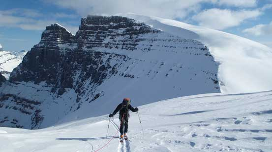 Kevin skiing to the rocky platform before ditching skis