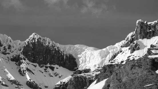 Impressive seracs on the upper glacial plateau
