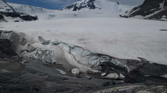 Down to Mons Glacier now...