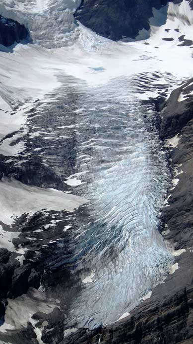 East Lyell Glacier plunges near 2000 vertical meters down
