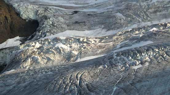Very fractured glacier by Saskatchewan's N. Face