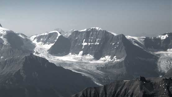 The impressive Alexandra Glacier that rises 2000 m from valley floor to Lyell II/III col