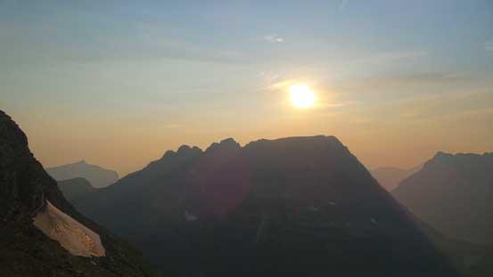 The smoky sun and Bearhat Mountain