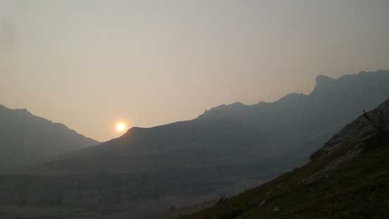 The smoky sun behind the shoulder of Elpoca Mountain