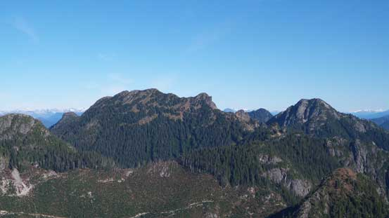 Brunswick Mountain (L) is the highest in this area. Mt. Hanover on right
