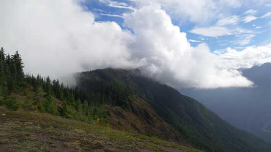 The connecting ridge leading to Mt. Thurston
