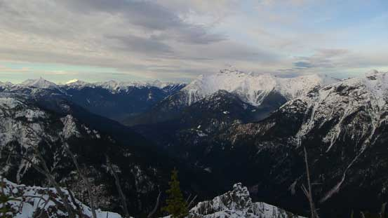 This peak does offer great perspective of the Skagit Valley though