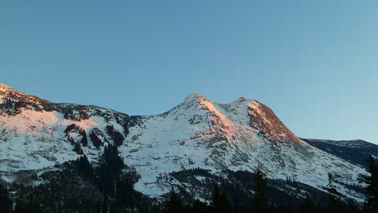 Alpenglow on Yak Peak from the parking lot