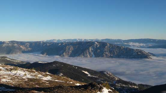 The lowly Camelsfoot Range poking above the clouds