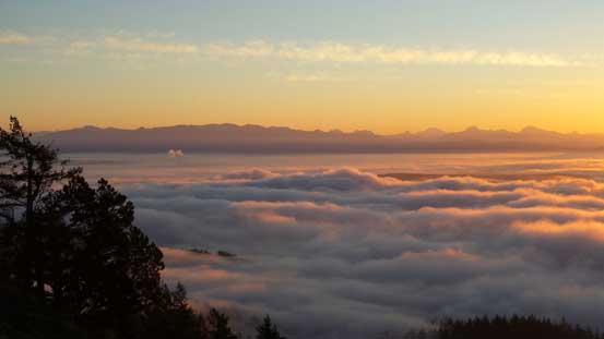The North Cascades and the sea of fog