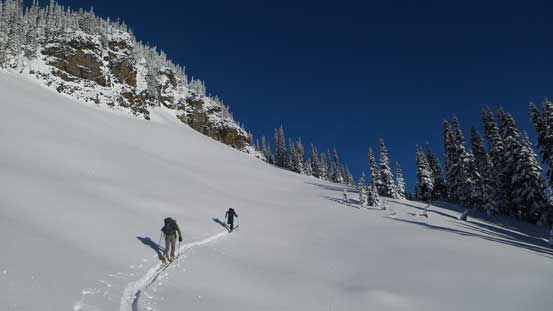 Skinning up the broad NE Ridge